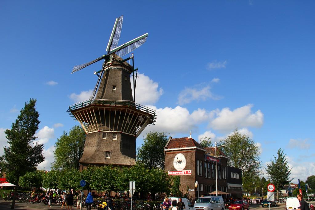 Brouwerij 't IJ brews its beer underneath a windmil in Amsterdam-Oost  ©Frô de maracujá!/Flickr
