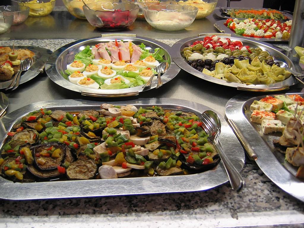Buffet | © Nic McPhee / Wikimedia Commons