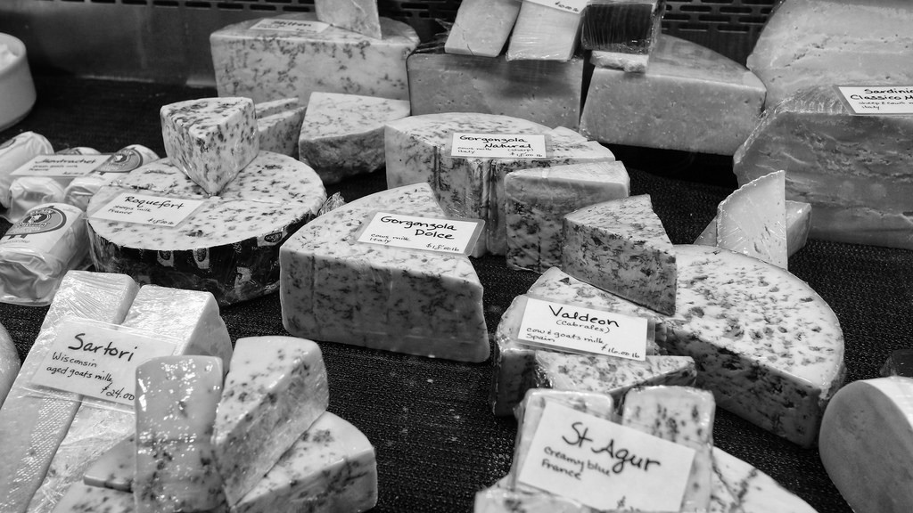It's not a shock that the French love cheese and eat a lot of it! | © Ted Van Pelt/flickr