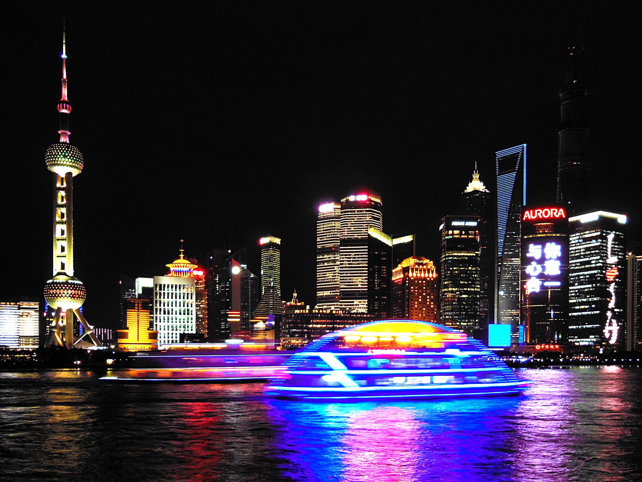Boat on the Huangpu | ©Dimitry B./Flickr