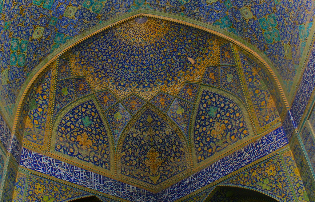 Calligraphy and tiles of Sheikh Lotfollah Mosque | © Nahid V / Flickr