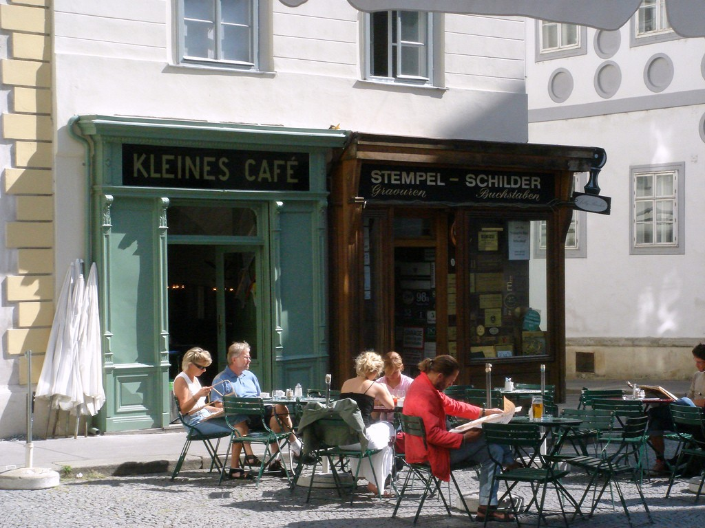 One of the district's many cafes | © Leon Brocard / Flickr