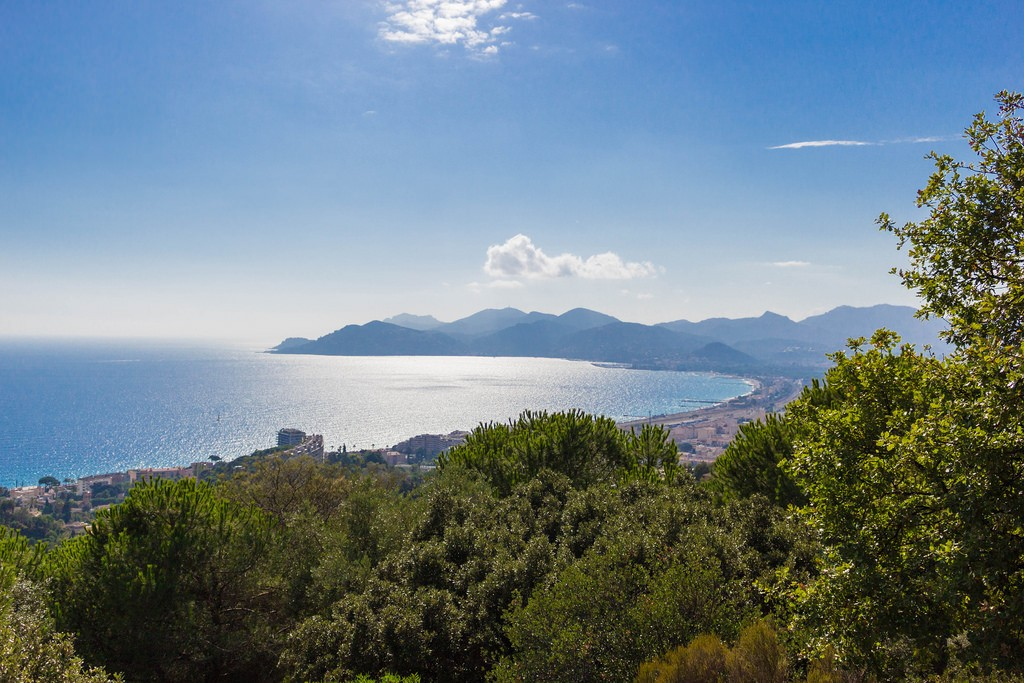 Stroll around the huge national park of Croix-des-Gardes overlooking the Cannes seaside | © Anthony Fino / Flickr
