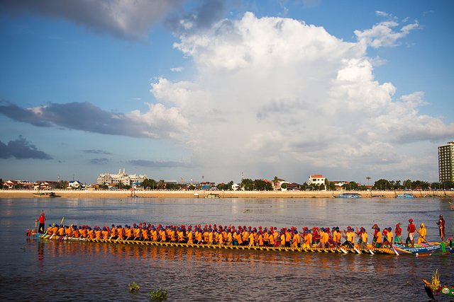 A boat on the Tonle Sap, Phnom Penh, takes part in the Water Festival Celebrations © PhotAsia/ Flickr