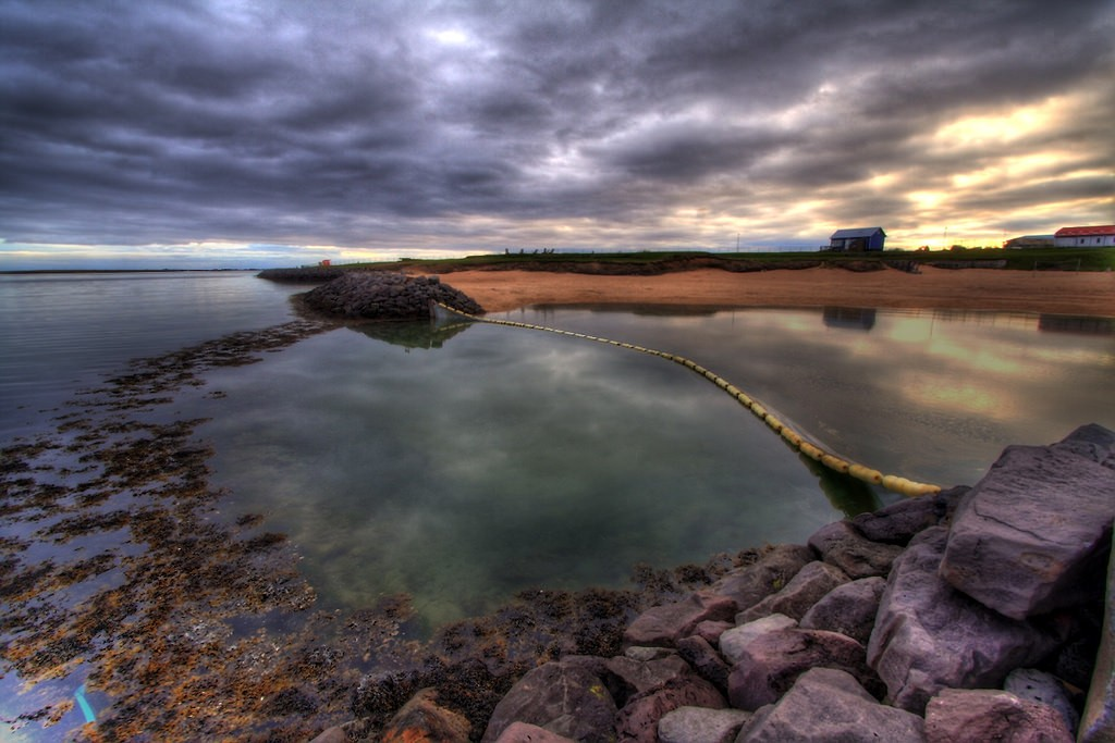 The artificial geothermal beach in Reykjavik | © Ásmundur Þorkelsson / Flickr
