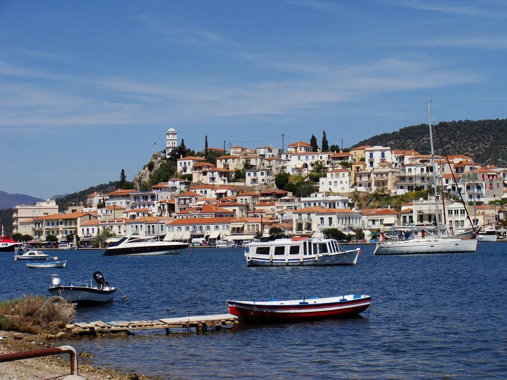 View of Poros | © V4lerios/Flickr