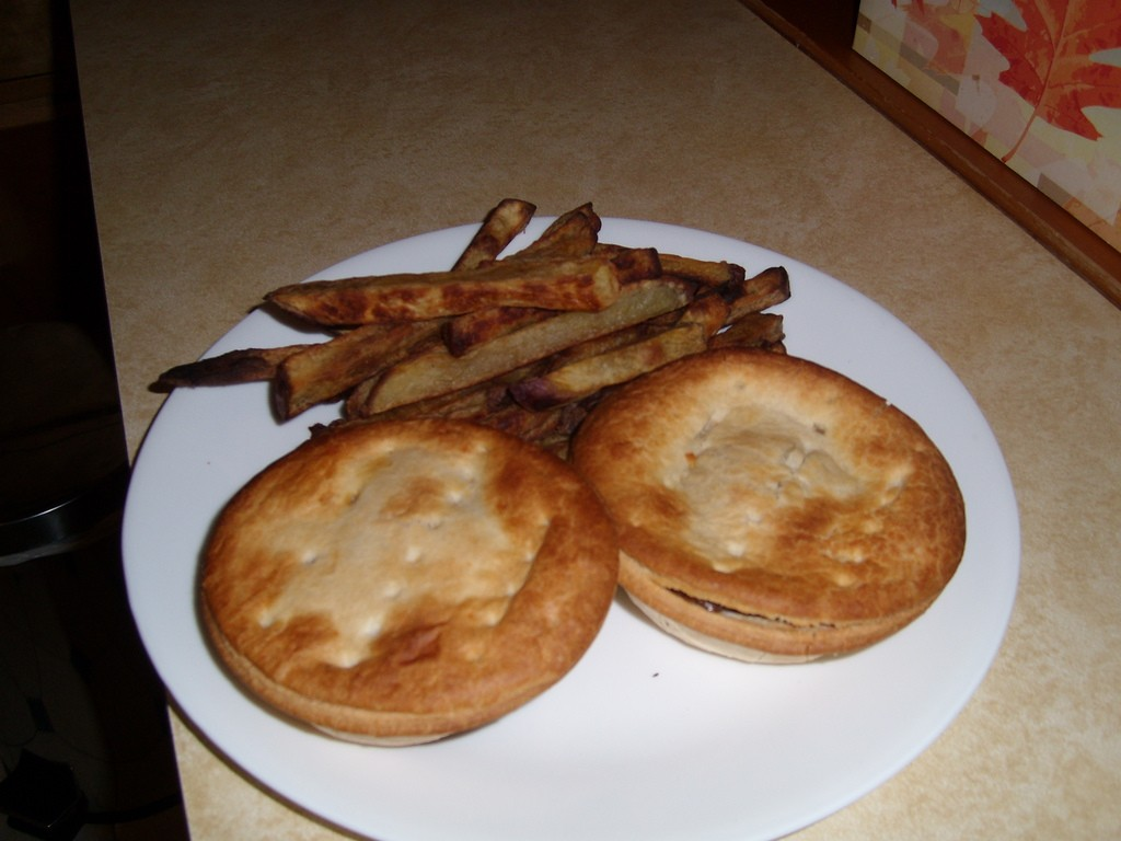 Mince Pies with Kumara Chips | © Floyd Wilde/Flickr