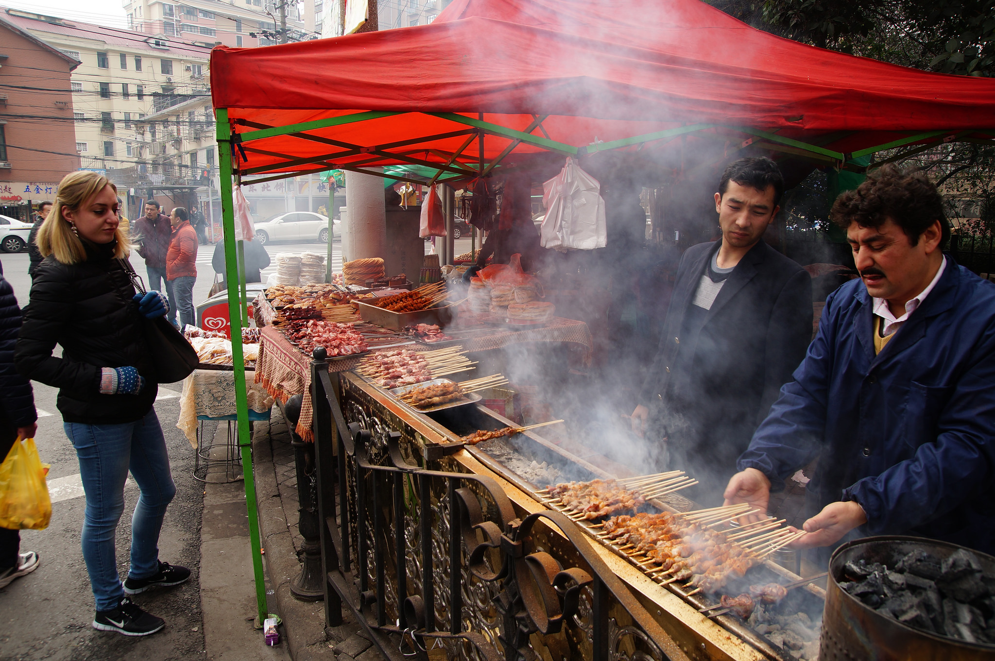 Lamb Skewers at the Shanghai Muslim Market | ©Mathias Apitz/Flickr