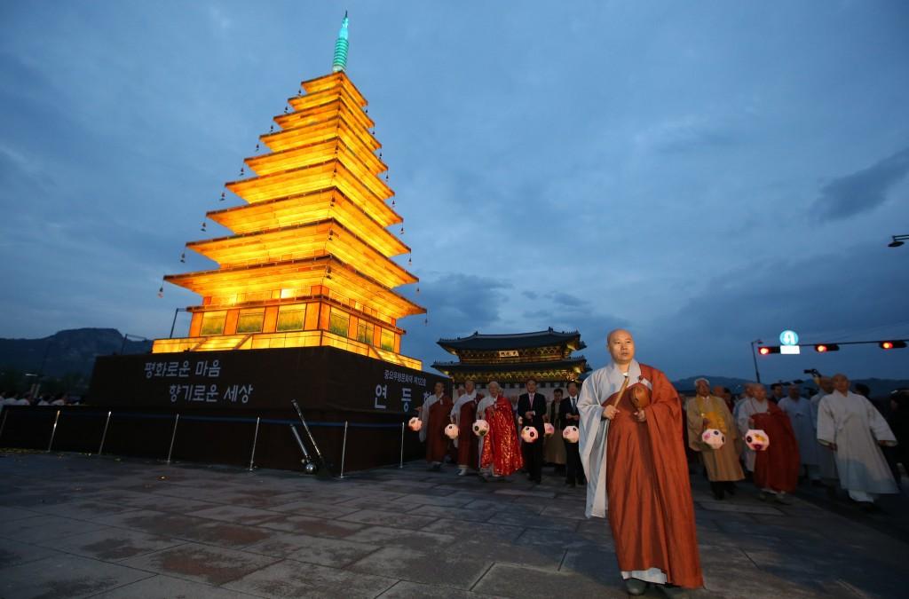 The pagoda shaped lantern lighting ceremony marks the start of Buddha's Birthday | © KoreaNet / Flickr