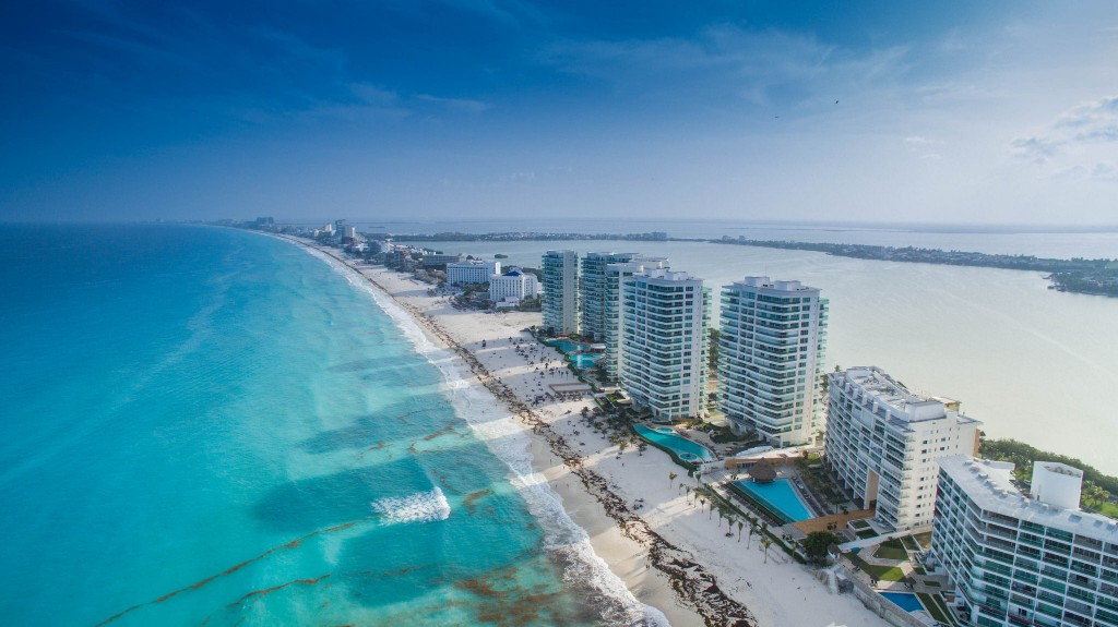 Cancun is a city built around the tourism industry | © dronepicr/Flickr