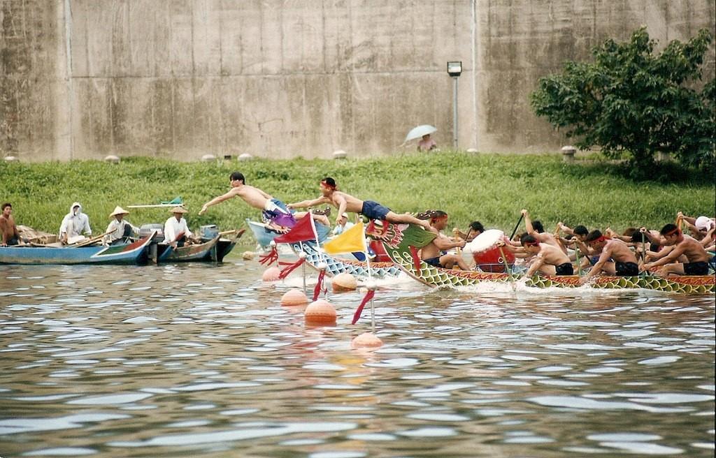 Dragon boat race | © Omer Simkha / Flickr