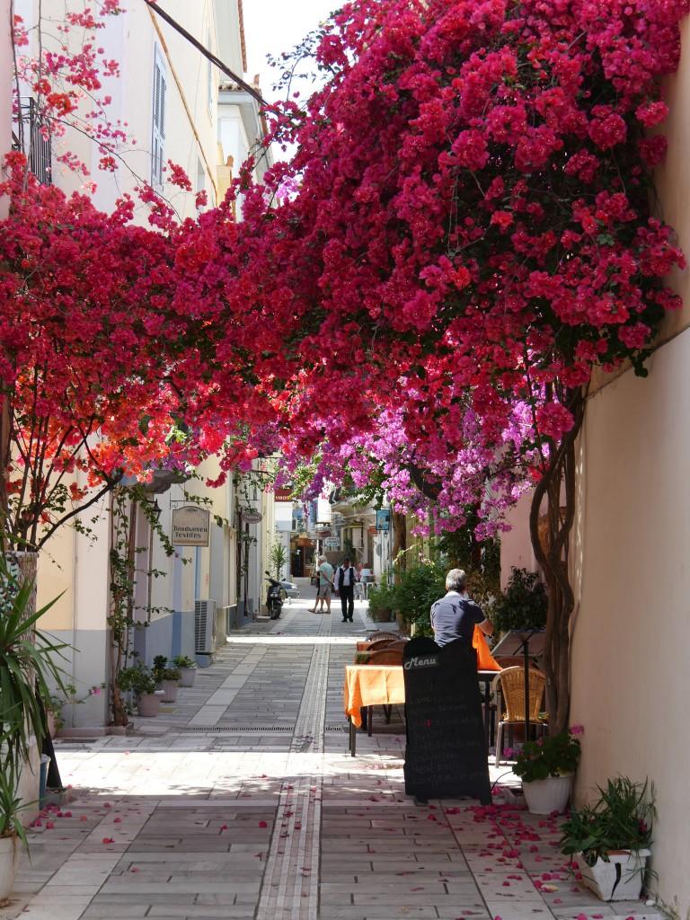 A typical street of Nafplio | © tjabeljan/Flickr