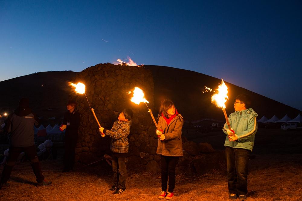 The Jeju Fire Festival is representative of the island's unique cultural heritage | © Jeju Tourism Organization
