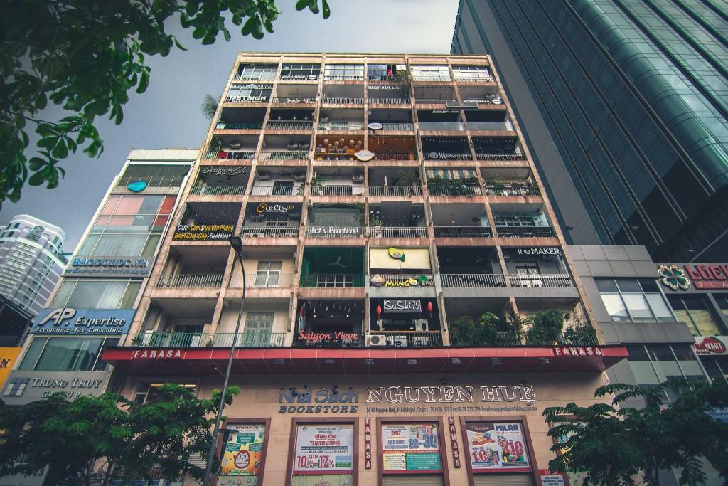 Apartment cafés©Courtesy of Scott Pocock / @scott.vs.world