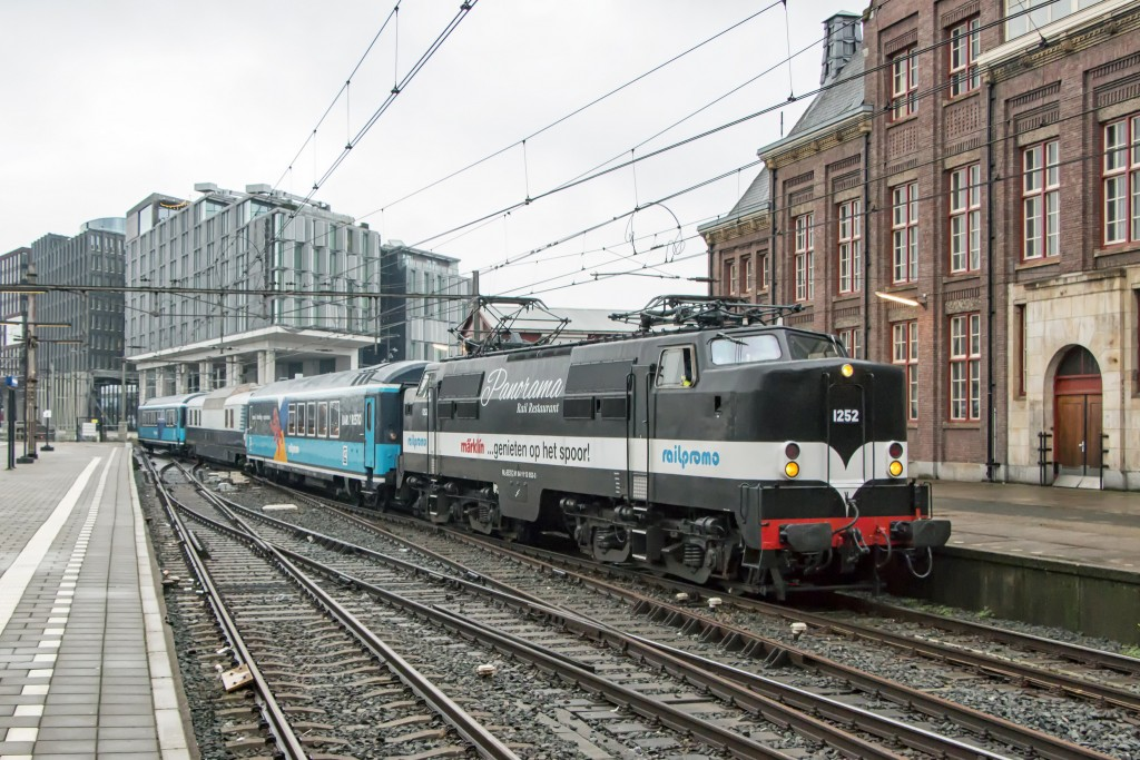 Panorama Rail Restaurant leaving Amsterdam | ©Roel Hemkes/Flickr