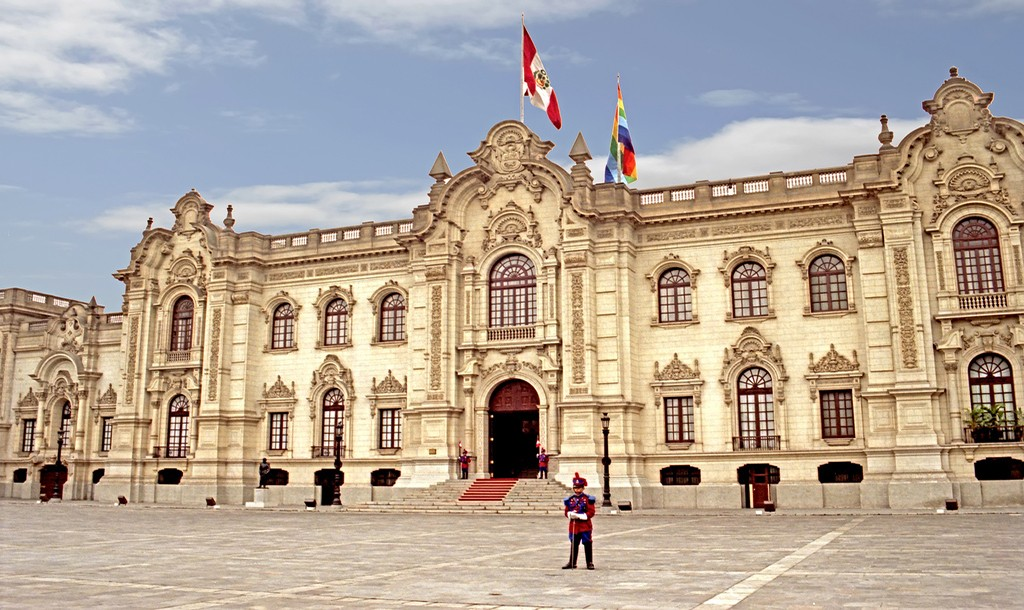 Peru's presidential palace rest on top of pre-Columbian ruins|©Dennis Jarvis/Flickr