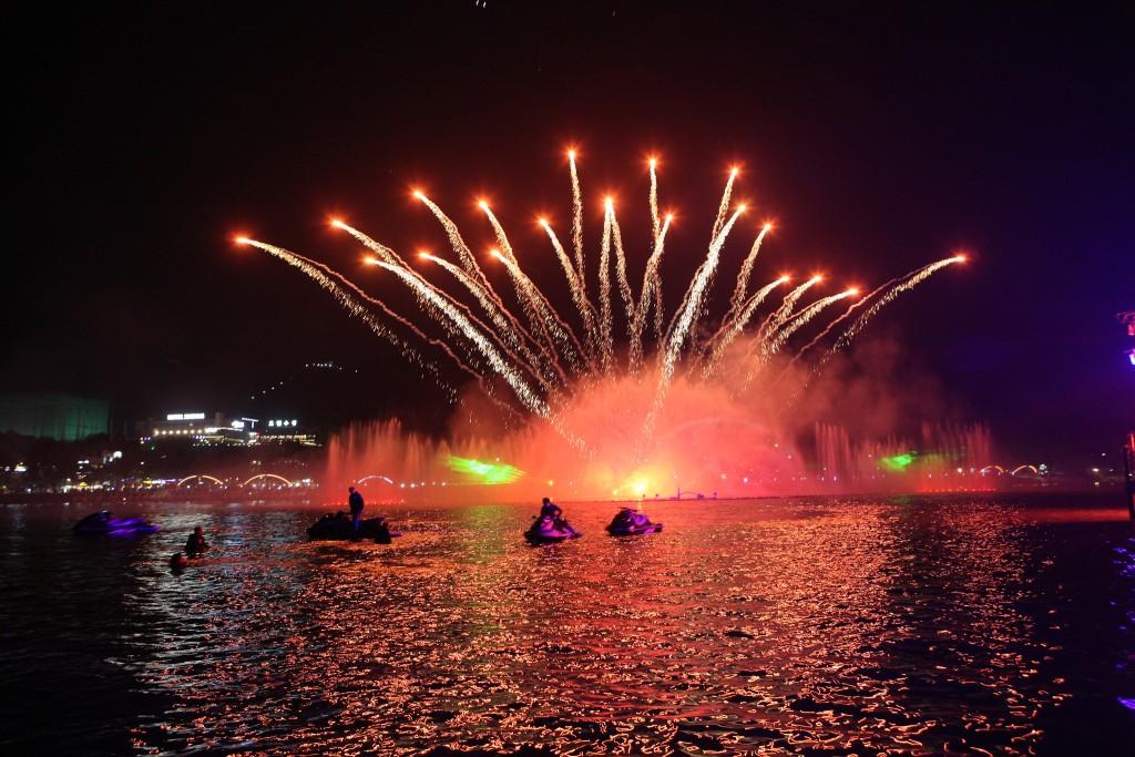 Suseong Lake sparkles at night   © Daegu Suseong District Office / Flickr