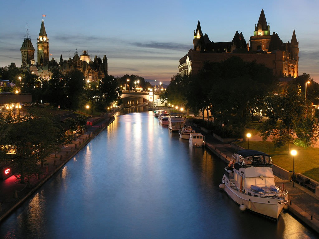 Rideau Canal at Night | © PoYang_博仰 / Flickr