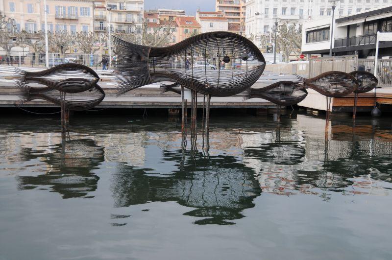 The shoal of fish sculptures in Cannes in 2006   © Koen/flickr