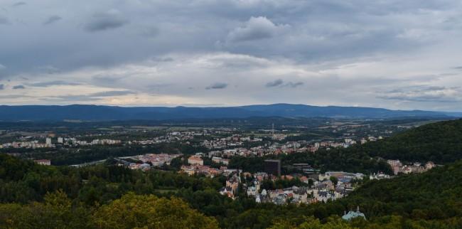 Hills beyond Karlovy Vary / ©Lucas Klappas / Flickr