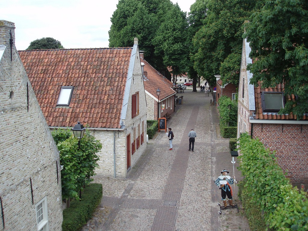 A street in Bourtange | ©DymphieH / Flickr