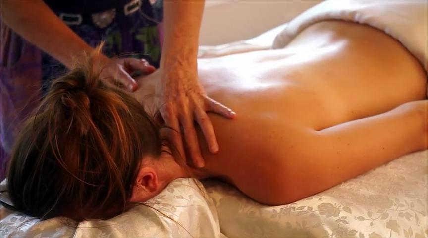 Massage | ©HAMZA BUTT/Flickr