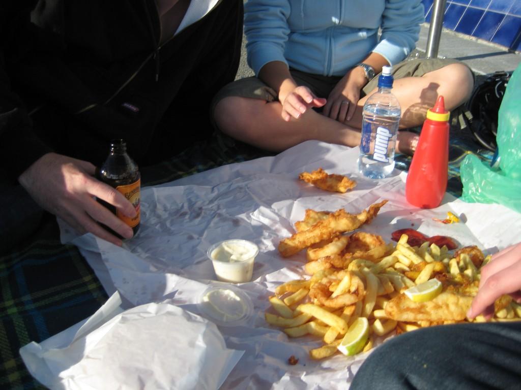 Proper Fish and Chips Picnic | © Robert Hunter/Flickr