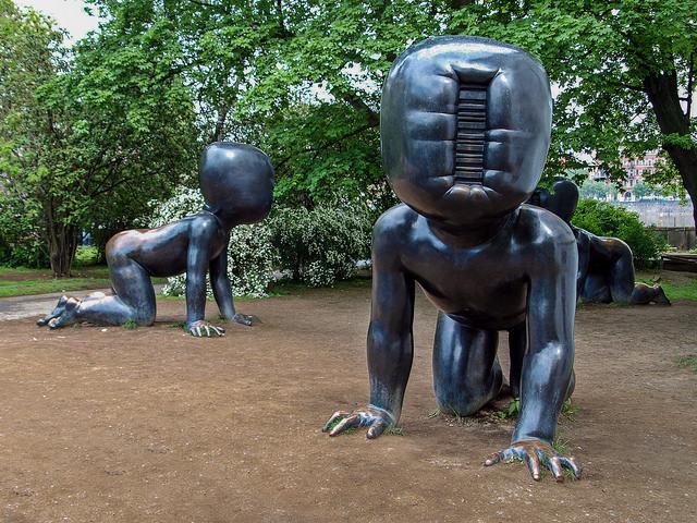 David Cerny's babies at Kampa park / ©Armin S Kowalski / Wikimedia Commons