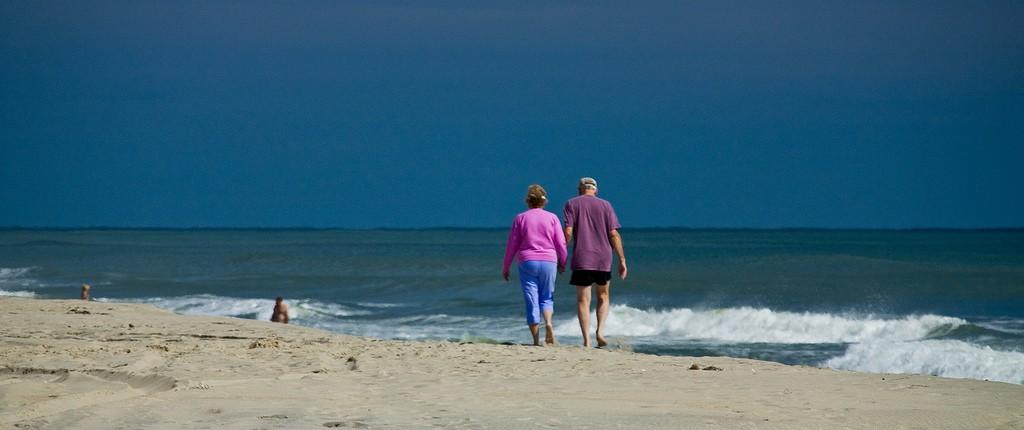A Walk on the Beach | © versageek/Flickr