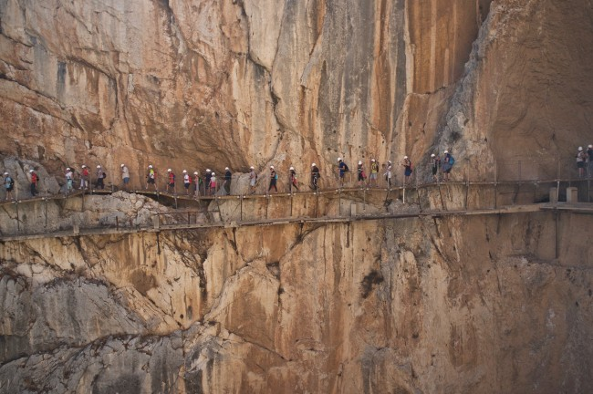 Don´t look down: hikers on the Caminito del Rey, Malaga; Aleksandr Zykov, flickr