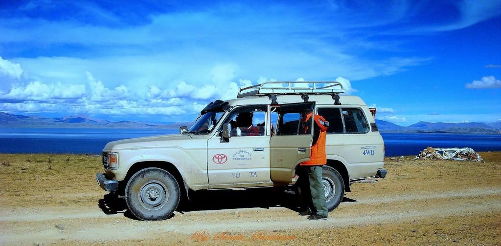Land Cruiser ride on Tibetian Plateau  © Sundaram + Annam/Flickr