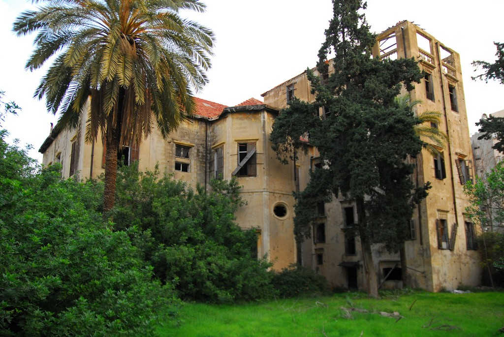 [Abandoned Mansion, Beirut] | © [craigfinlay]/[source, Flickr]