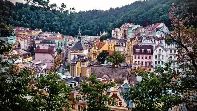 Hill views of Karlovy Vary / ©VnGrijl / Flickr