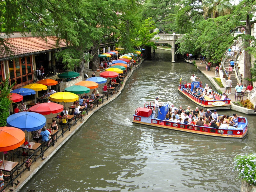 San Antonio Riverwalk © Dawn Pennington