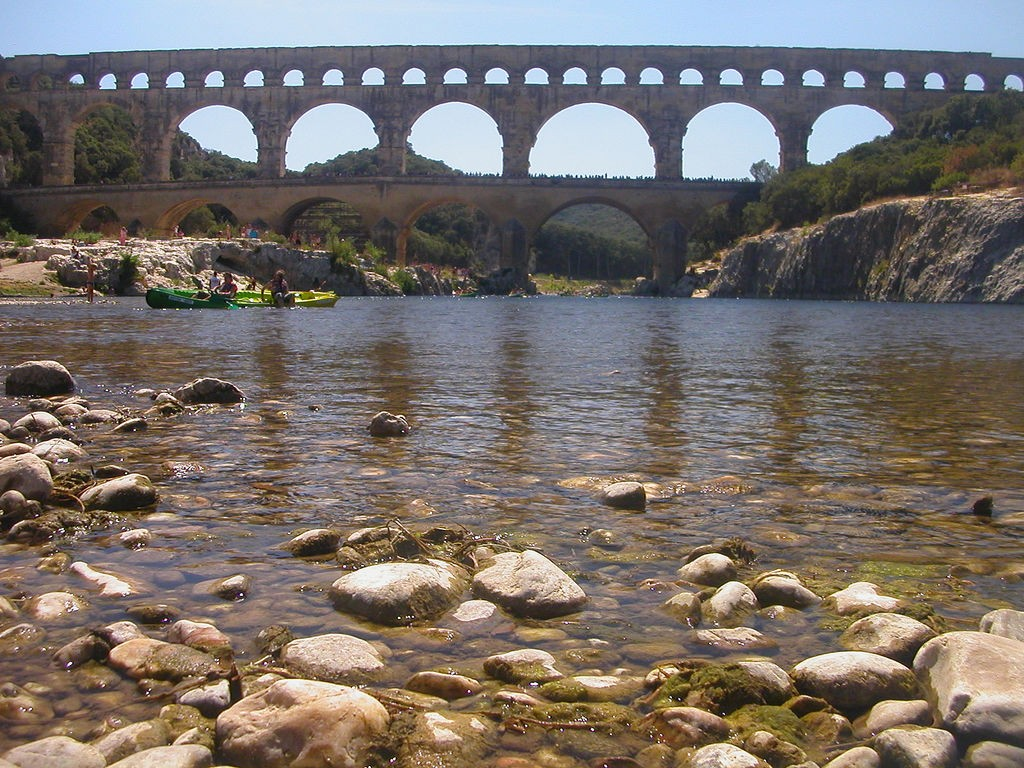 The acqueduct at Pont-de-Gard is perfect for wild swimming below | © Karoly Lorentey/flickr