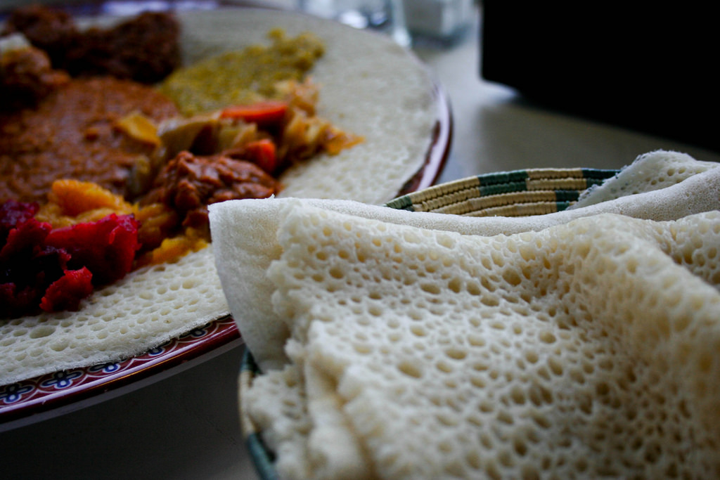 Savor flavorful Ethiopian food | © Avry / Flickr
