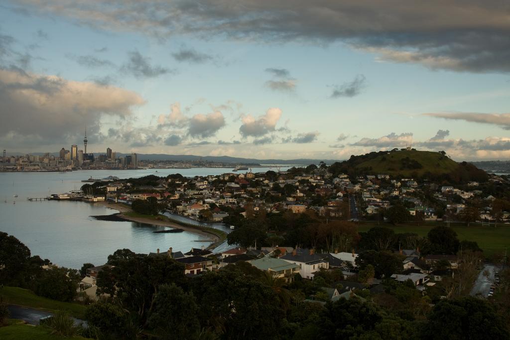 Auckland Skyline, Devonport and Mount Victoria   © russellstreet/Flickr