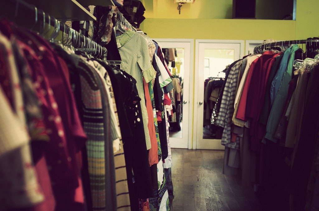 Second-hand clothes | © Ashton / Flickr