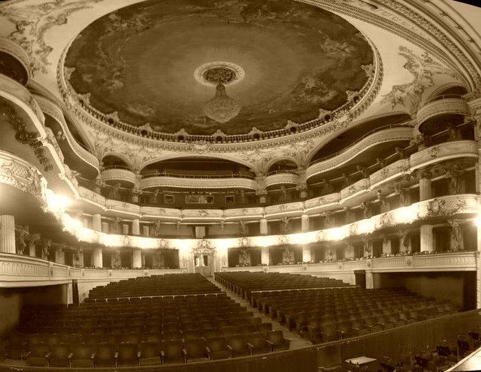 el interior del Teatro Municipal de Santiago de Chile © santiagonostalgico