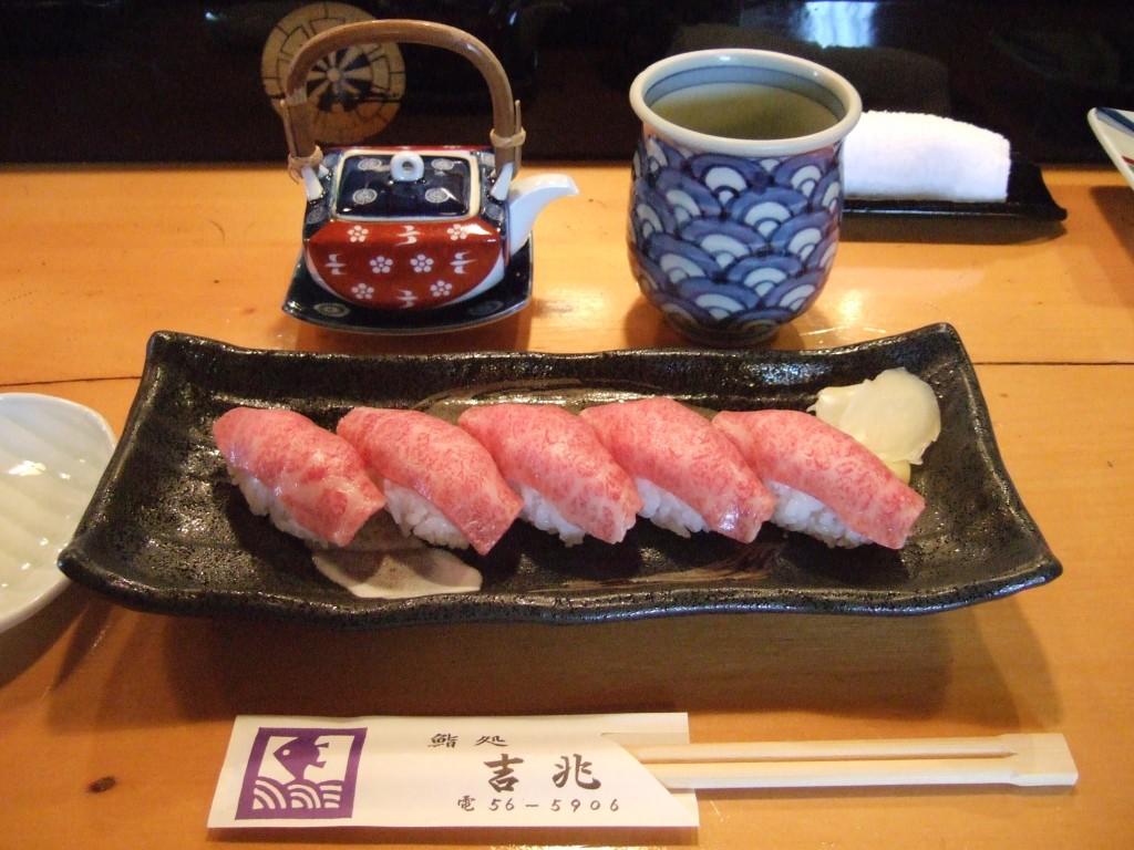 Maezawa beef Sushi | ©Fiordiligi0127 / Flickr