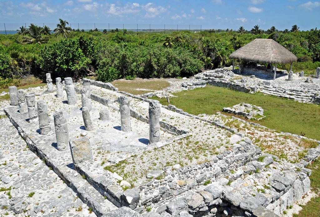 5 Must-Visit Mayan Ruins Near Cancun, Top of El Rey| © Dennis Jarvis/Flickr