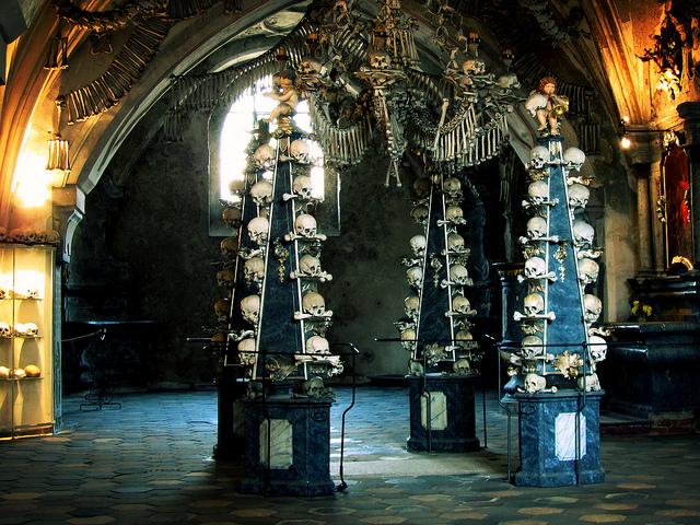 Inside the Kutna Hora Ossuary / ©david__jones / Flickr