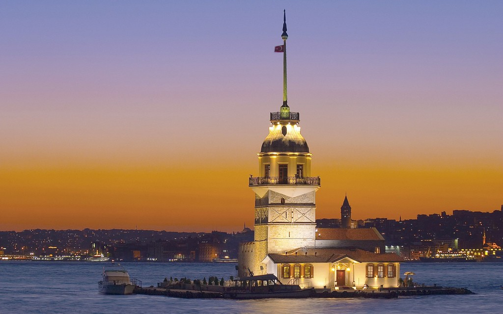 Maiden's Tower | © Armstrong White/Flickr