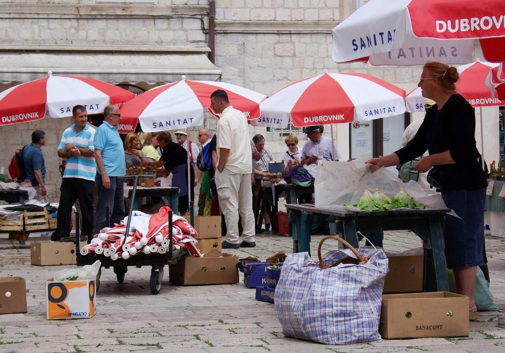 Market traders at © Gunduliceva Poljana