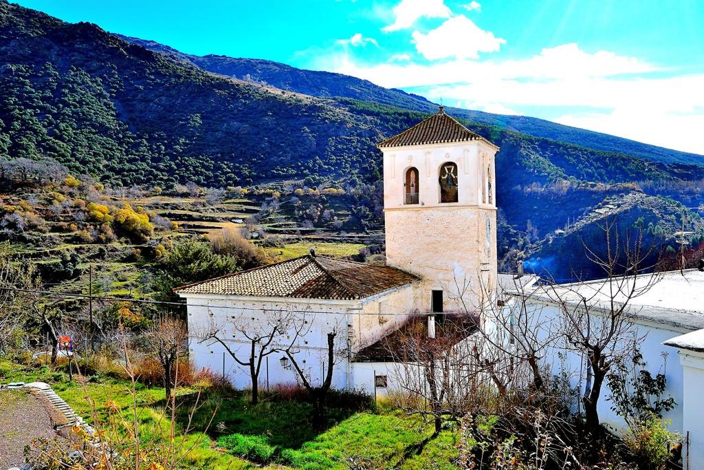 The beautiful town of Trevelez, in Granada´s Alpujarra región, produces a delicious pomegranate liqueur; Davis Estrada, flickr
