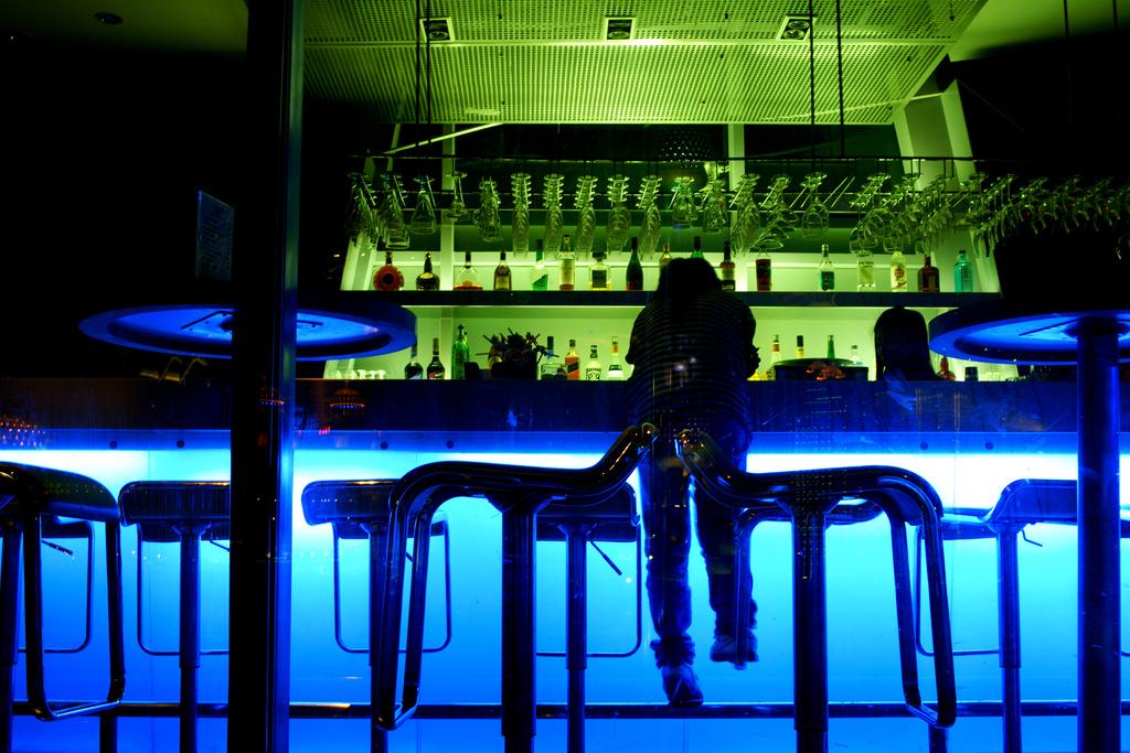 Bar on the Bund | ©Charles Chan/Flickr