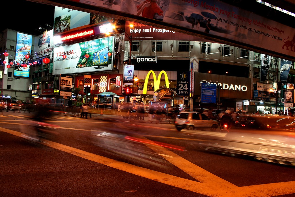 Past McDonalds and Giordano I (c) Phalinn Ooi/ Flickr
