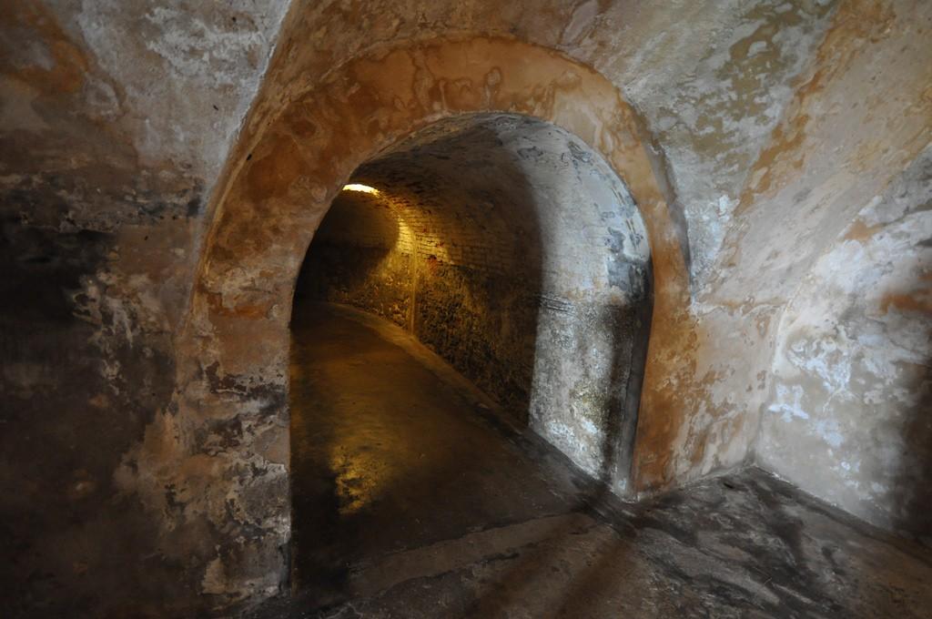 Fort San Cristobal tunnel system   © Jorge Láscar/Flickr