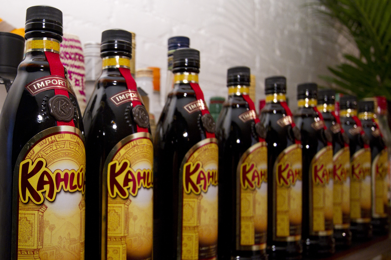 Kahlúa is a key ingredient in a ruso negro | © alyssalaurel/Flickr