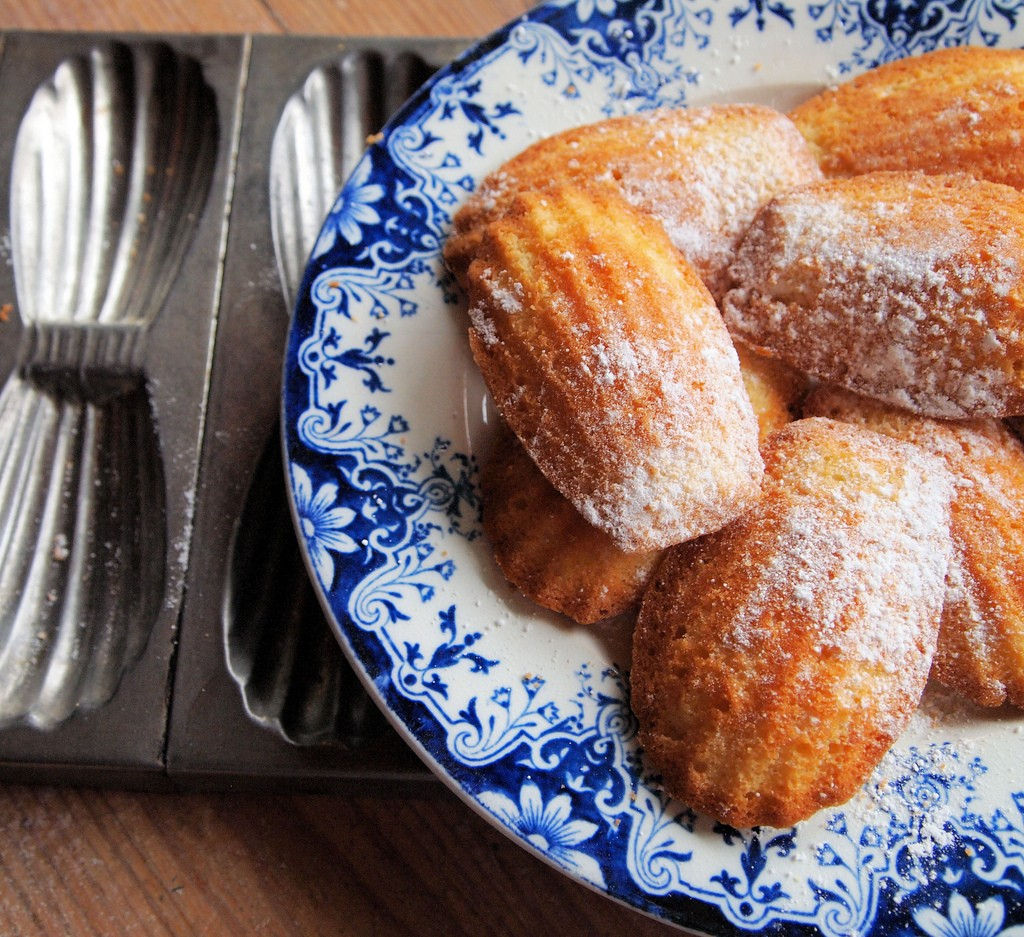 There's nothing better than freshly hot madeleines from a patisserie | © Karen Booth/flickr